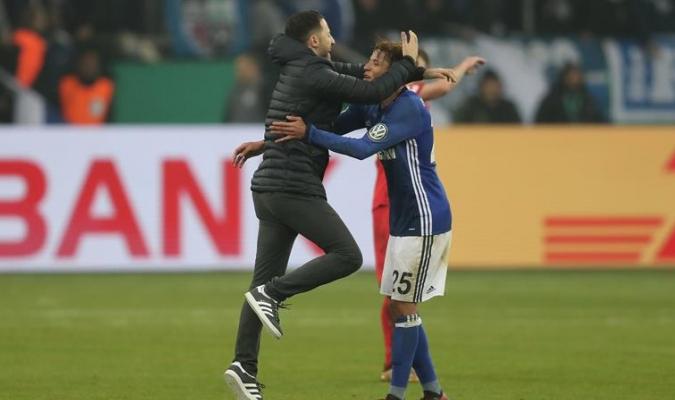 El Schalke aseguró su boleto a cuartos