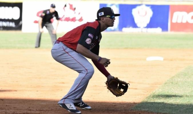 Yonathan Mendoza a la defensiva / AVS