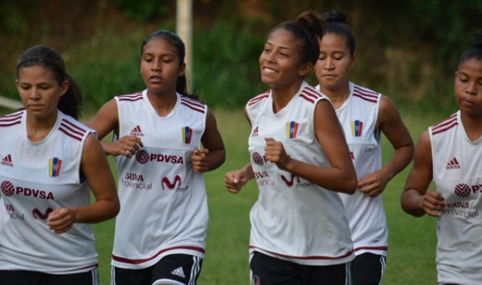 Las chicas se preparan para el Sudamericano / Foto Prensa Femenino