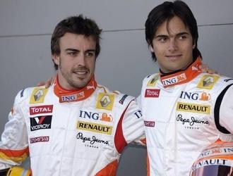 Fue compañero de su hijo en Renault, al momento del incidente de Singapur en 2008| http://www.elcom