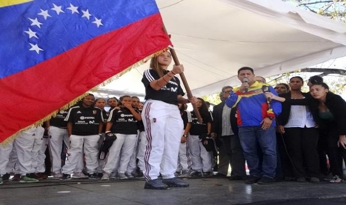 Castellanos recibió la bandera nacional | Foto: José Félix Lara