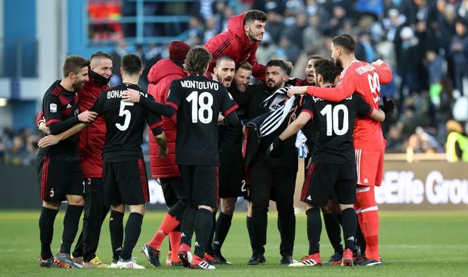 Todo el Milan celebró el triunfo/ Foto AP
