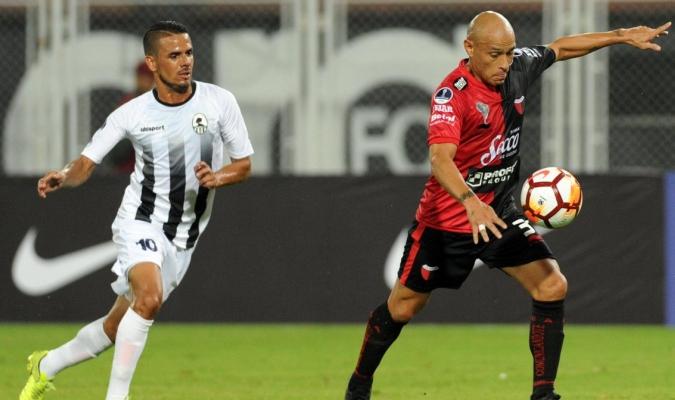 Zamora cae contra Colón / @CONMEBOL