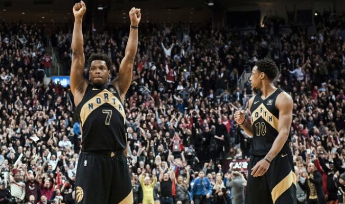 Toronto Raptors celebrando la victoria / AP