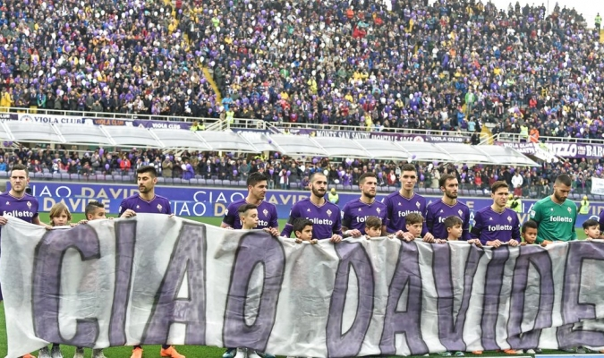 Los jugadores desplegaron pancartas para despedir al capitán| AP