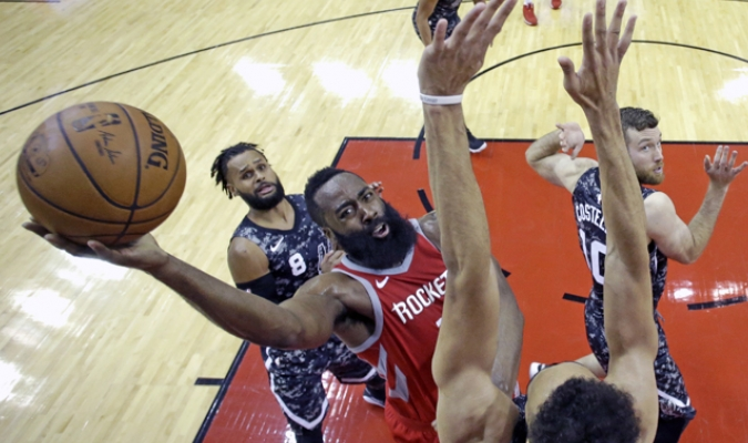 James Harden contra San Antonio / AP