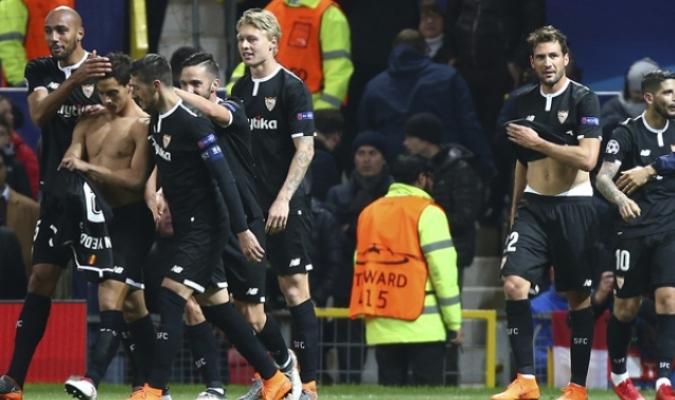 Sevilla celebrando el gol ante el Manchester / AP