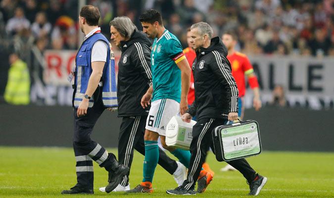 Khedira fue sustituido en el Alemania-España/ Foto AP