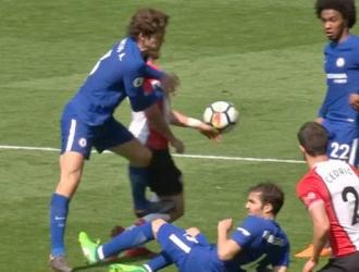 Alonso le dio un fuerte pisotón a Long/ Foto Cortesía