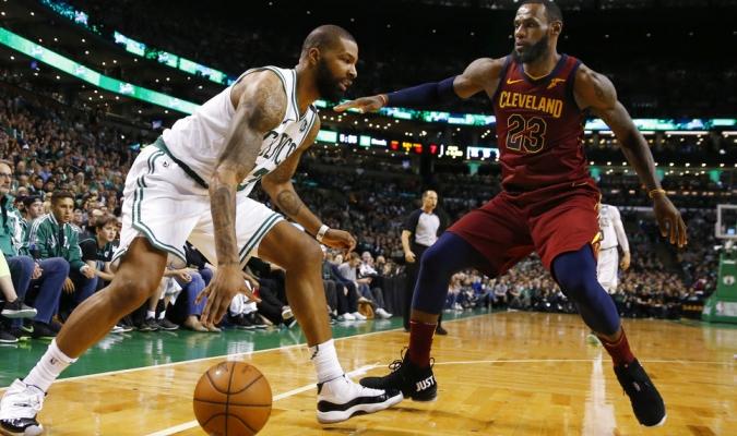Boston frenó a un inspirado LeBron en casa / Foto AP