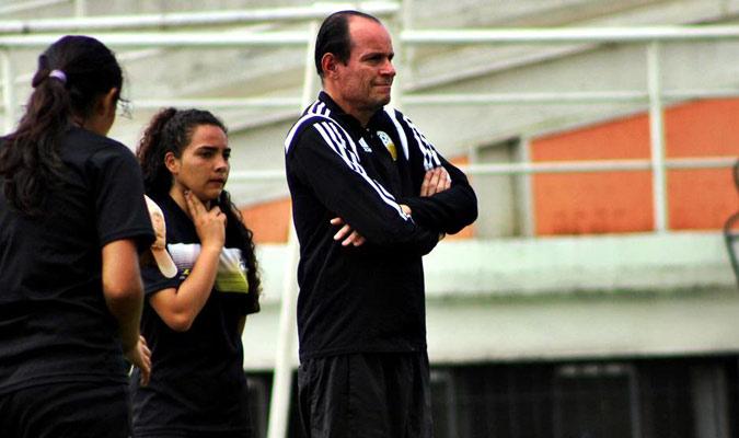 Zseremeta es uno de los técnicos más reconocidos en Venezuela en el fútbol femenino || Foto: Cort