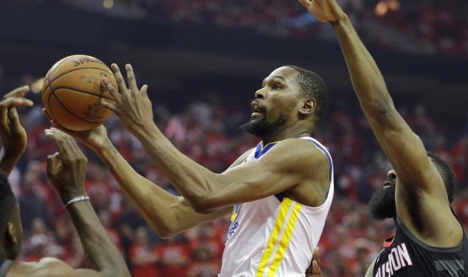 Durant fue clave con 37 puntos / Foto AP