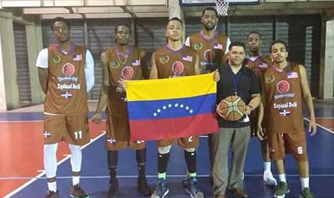El venezolano posó junto a sus compañeros del Danbury USA || Fotos: Cortesía