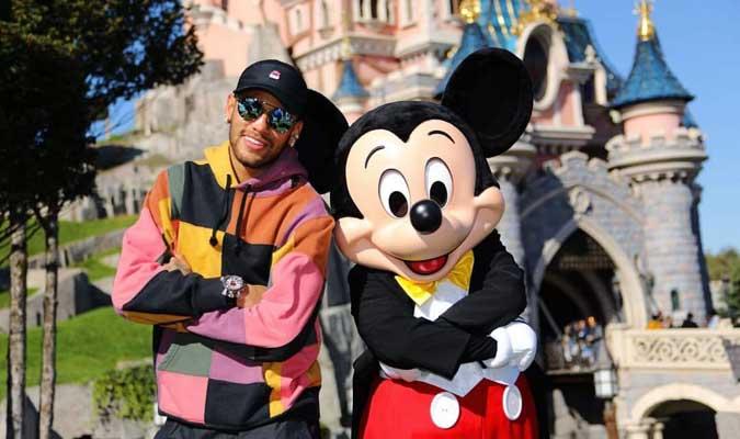 Posó junto a Mickey Mouse || Foto: Cortesía