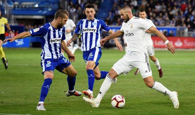 Benzema se lesionó en el partido ante el Alavés/ Foto EFE
