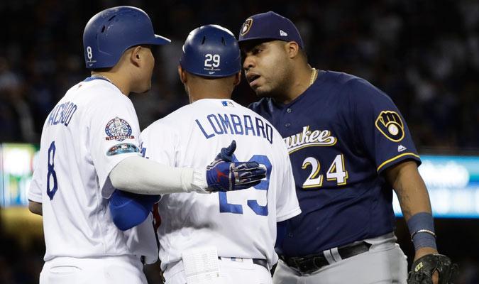 Aguilar le recriminó a Machado por la jugada/ Foto AP