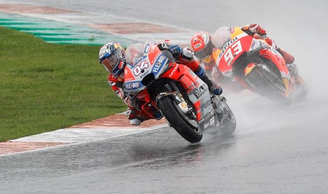 La lluvia estaba causando estragos en la carrera/ Foto AP