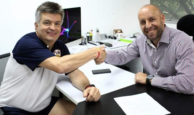 Duro continuará dirigiendo a la Vinotinto del Baloncesto | Foto: @oficialfvb