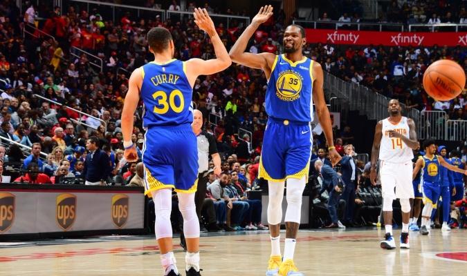 Durant y Curry sumaron 58 puntos entre ambos | Foto: @NBA