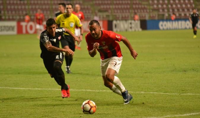 Falcón disputó 16 partidos con la rojinegra | Foto: @DeportivoLara