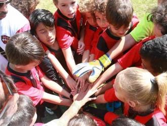 La empresa venezolana apoya el futbol menor || Foto: Cortesía