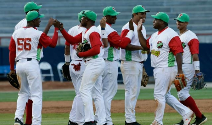 El equipo cubano derrotó a la escuadra venezolana y le arrebató el puesto en la final de la Serie del Caribe/ Fotos AP