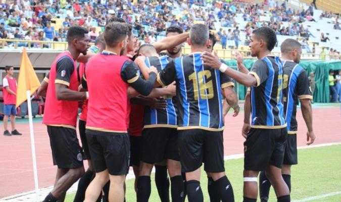 Las fallas eléctricas afectaron la séptima jornada del Torneo Apertura   Foto: @MinerosGuayana