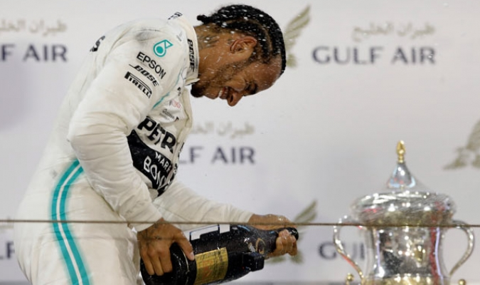 Hamilton se quedó con el segundo GP de la campaña tras un percance sufrido por Leclerc/ Fotos AP