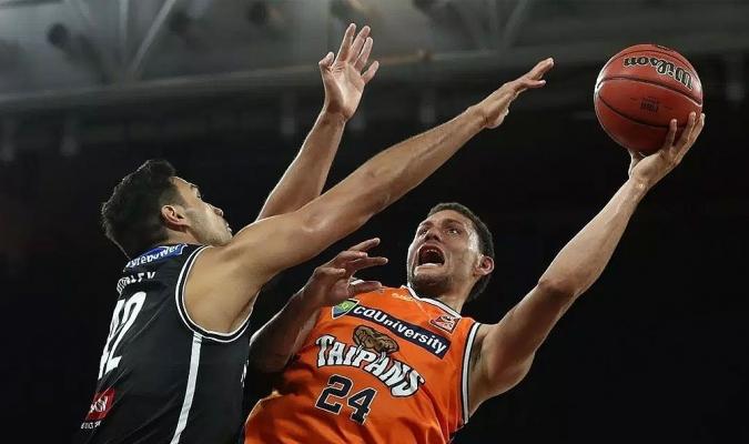 Carrera ya se estrenó con el Obras Basket | Foto: Obras Basket