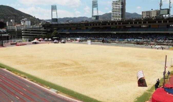 Desde hace un año no se juega fútbol en el estadio/ Foto David Urdaneta
