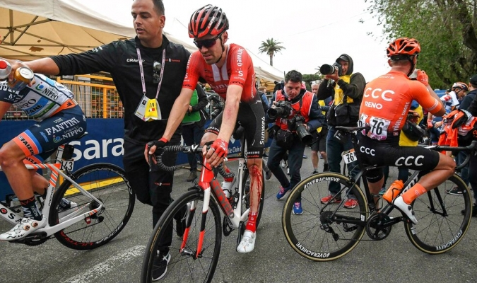 El holandés se lesionó la rodilla / Foto: AP