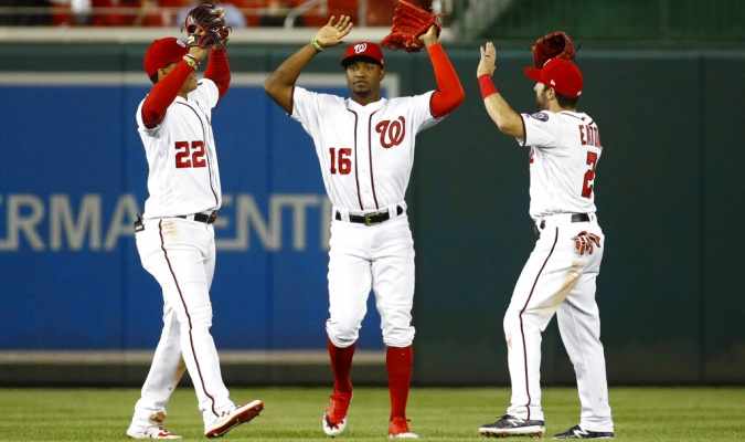 Robles y Corbin comandaron el triunfo de Nacionales | Foto: AP