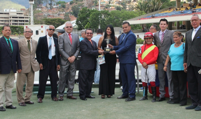 Asíeselmaní ganó el Clásico Gaceta Hípica /Foto: Alberto TorresP