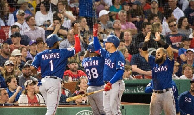 Andrus decidió con un hit en el inning 11 | Foto: @Rangers