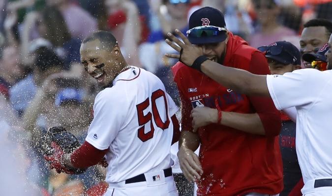La base por bola a Betts permitió la victoria a Boston // Foto: AP