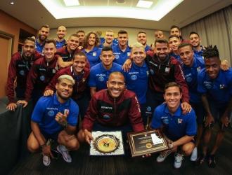 Rondón recibió un reconocimiento tras ser el goleador histórico de la Vinotinto | Foto: @SeleVino