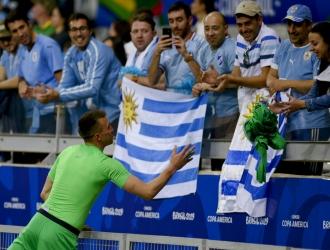 Uruguay empezó con el pie derecho la Copa América // Foto: AP