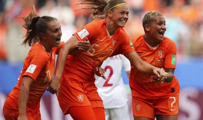 Holanda e Italia avanzaron a cuartos   Foto: AP