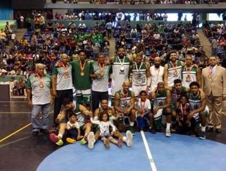 El equipo celebró su tercer lugar/ Foto Luis Joel Moreno