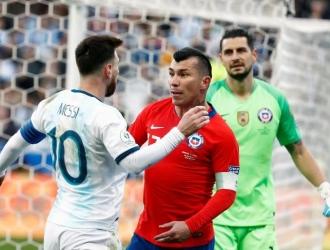 Medel no consideró que ambos jugadores merecieran la roja // Foto: Cortesía