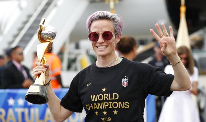 Rapinoe mostró la Copa del Mundo a la afición norteamericana | Foto: AP