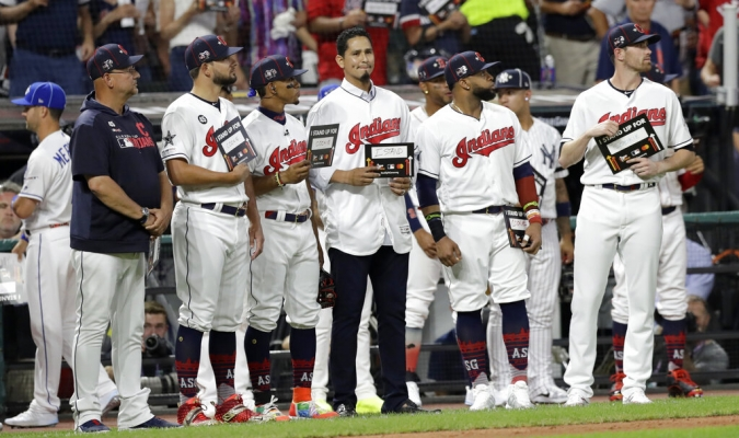 MLB detuvo el Juego de las Estrellas para motivar a Carlos Carrasco   Foto: AP