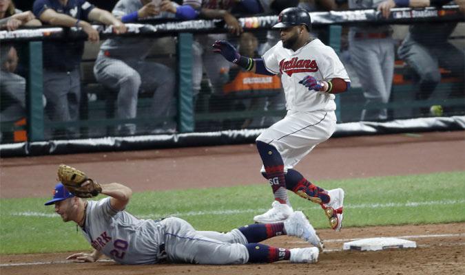Los bateadores podrán robarse la primera base luego de un lanzamiento descontrolado del pitcher / F