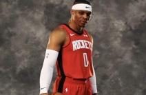 ¡Fantástico! Russell Westbrook fue presentado por los Rockets