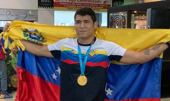 Avendaño fue uno de los nueve que ganó medalla dorada para Venezuela/ Foto @pinfantea