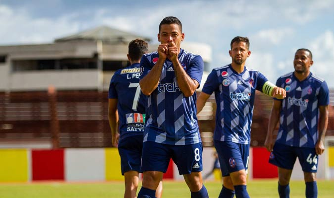 Flores anotó el gol de la victoria || Foto: Deportivo La Guaira