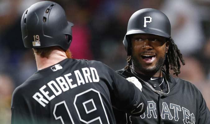 Jugadores de Piratas celebran luego del jonrón de Bell / Foto: AP