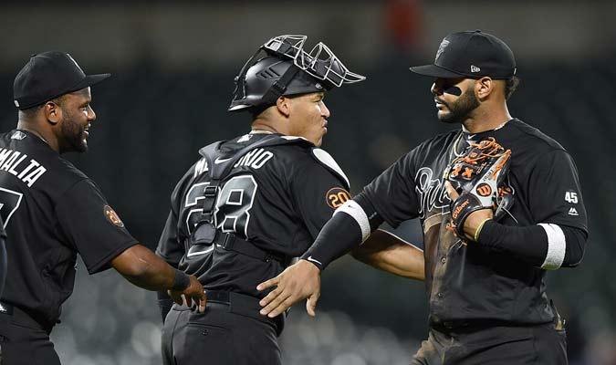 Jugadores de Orioles celebran luego de ganar el juego contra Rayas / Foto: AP