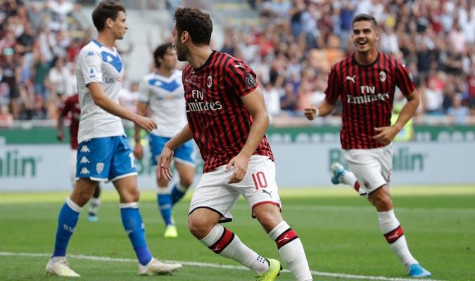 Calhanoglu celebra tras anotar un gol ante Brescia / Foto: AP