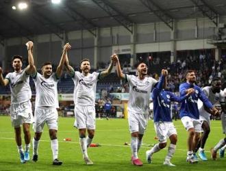 jugadores celebran el triunfo / Foto: EFE